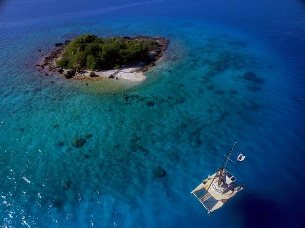 Small island in the Rangiroa atoll